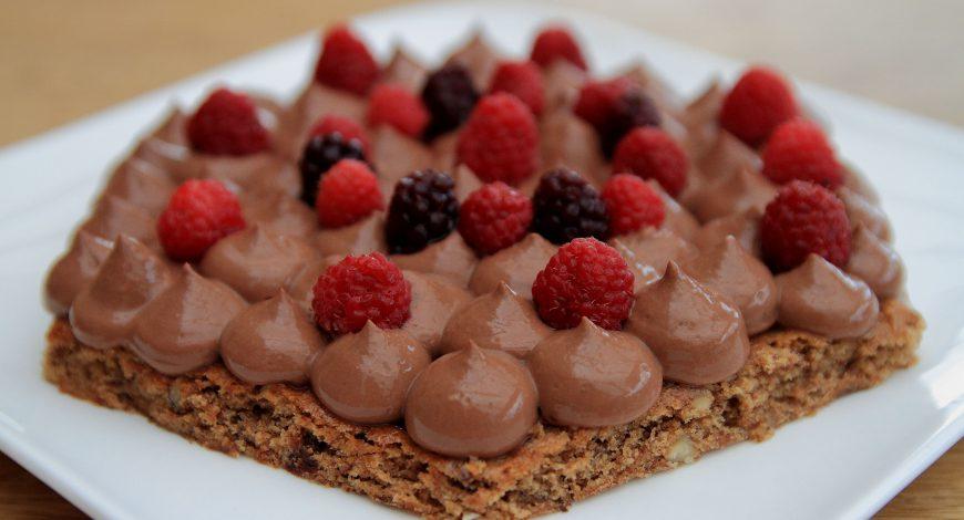 Découvrez une recette de moelleux noisette avec son délicieux crémeux chocolat